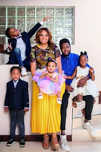 Siba Mtongana en haar man, Brian, saam met hul kin