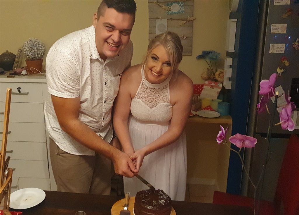 Celente and Dion Malan had planned a glamorous beach wedding in Langebaan, but lockdown altered their plans and they opted for an intimate lockdown wedding at home. Images supplied by Deon and Celente Malan