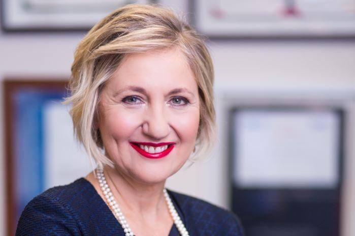 Prof Glenda Gray, uitvoerende hoof en president van die Mediese Navorsingsraad en leier van die plaaslike Johnson & Johnson-entstofproewe. Foto: SAMRC
