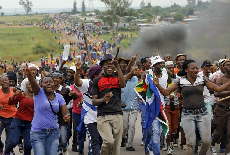 Failure by local government to provide basic services has led to protests around South Africa. Now, some residents are resorting to self-help. Picture: EFE-EPA/Kim Ludbrook