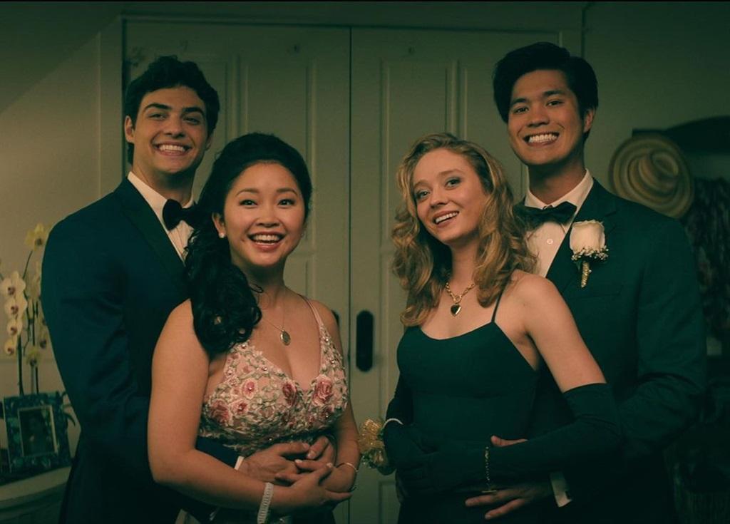 Noah, Lana, Madeleine Arthur en Ross in 'n toneel