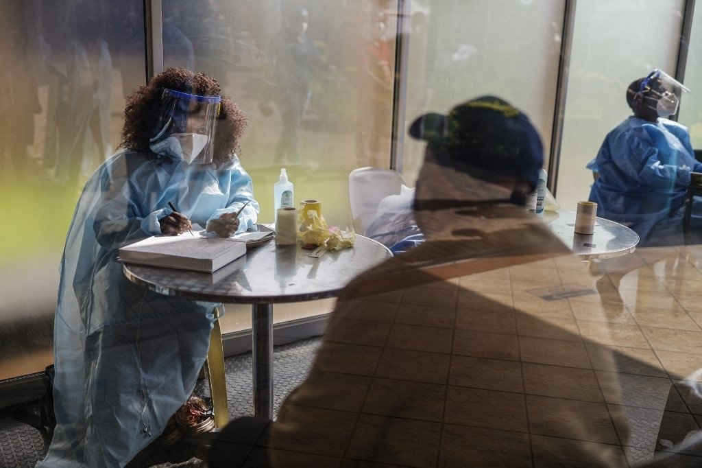 The unions have also adopted a resolution to encourage workers not to respond to any emergencies when on lunch. (Guillem Sartorio/AFP)