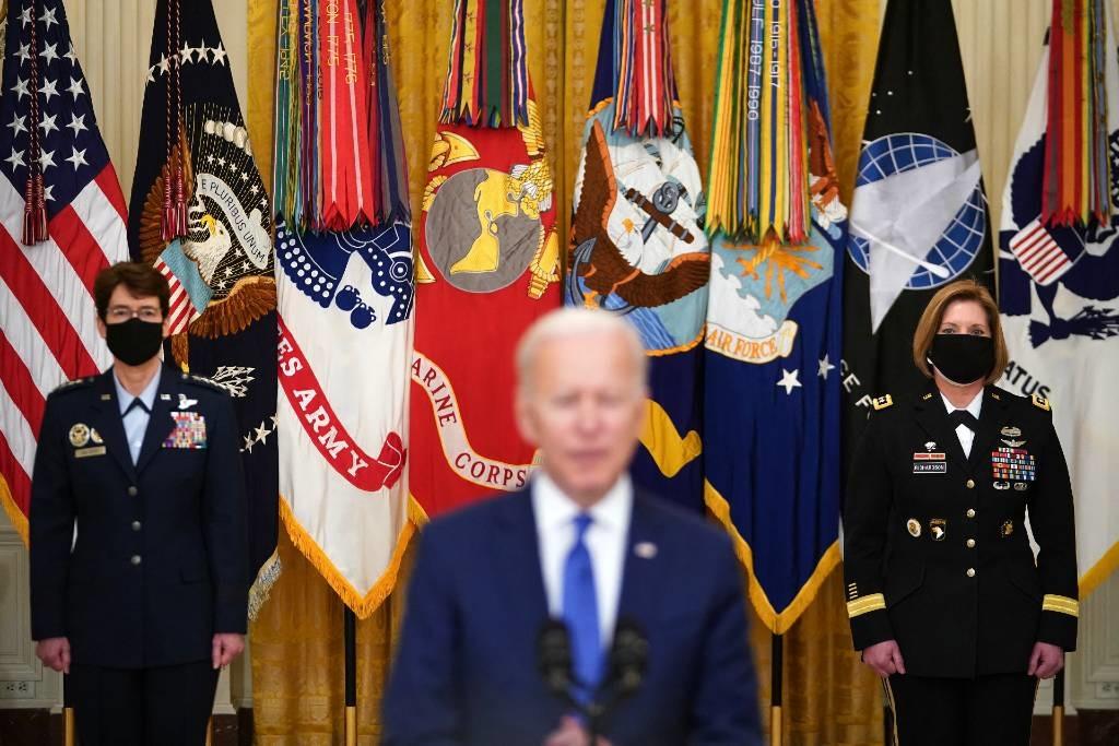 Biden flanked by Laura Richardson and Jacqueline V