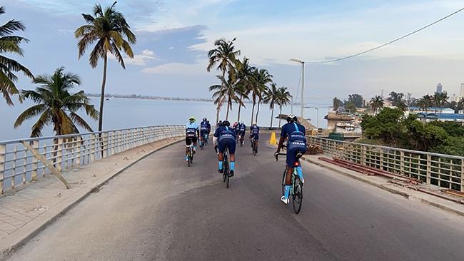 Rolling along in tropical Maputo (Photos: Vukani Club)