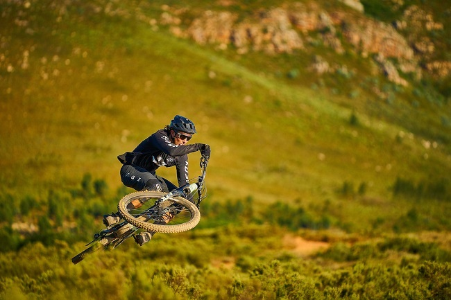 The Commencal Meta Power TR showing e-bikes can get air (Photo: Thomas Sandell)