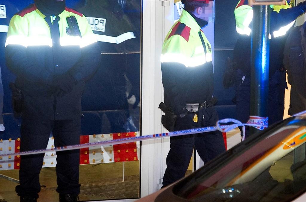 Spanish police at a crime scene.