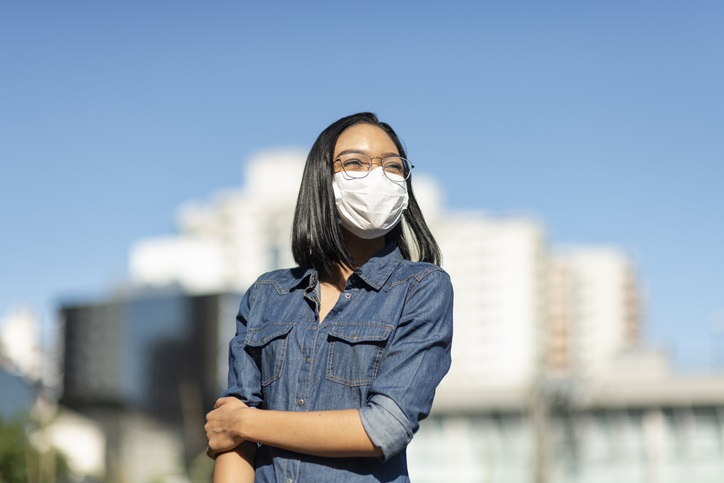 5 tips for wearing a mask without your glasses fogging up. image: Getty Images
