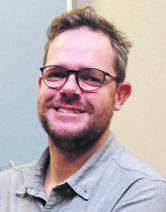 Dr Peet van Aardt