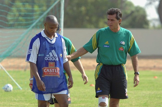 Carlos Queiroz and Quinton Fortune during Bafana B
