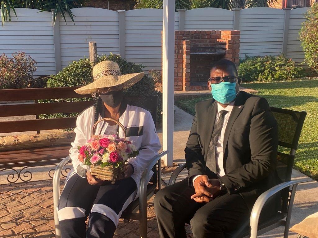 Gauteng education MEC Panyaza Lesufi visits Laerskool Theresapark principal. (Supplied)