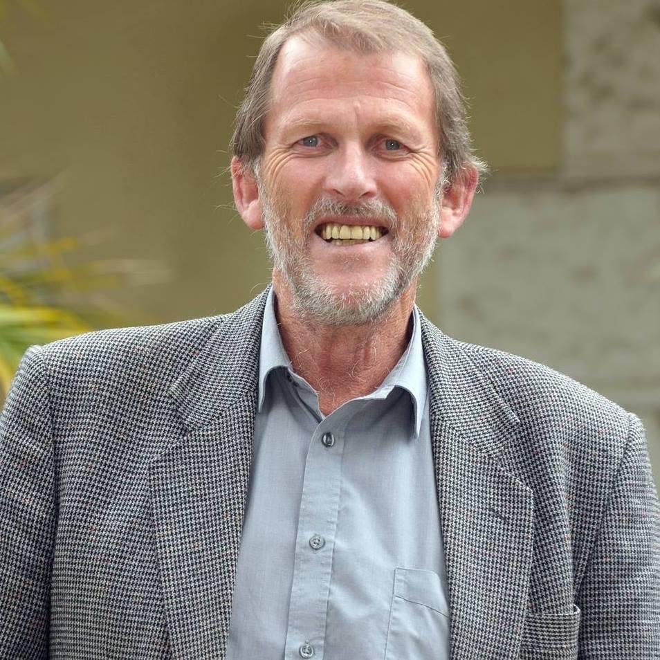 Prof. Leon de Stadler, voormalige direkteur van die Universiteit Stellenbosch se Taalsentrum en medewerker aan die tesourus.