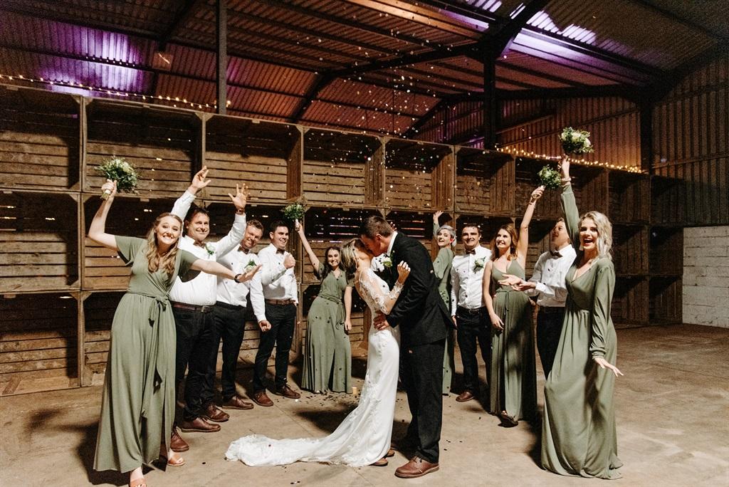 """""""Ons is saam met julle bly."""" Die bruid en bruidego"""