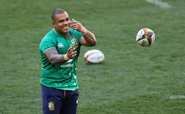 CAPE TOWN, SOUTH AFRICA - JULY 23:  Kyle Sinckler passes the ball during the British & Irish Lions captains run at Cape Town Stadium on July 23, 2021 in Cape Town, South Africa. (Photo by David Rogers/Getty Images)