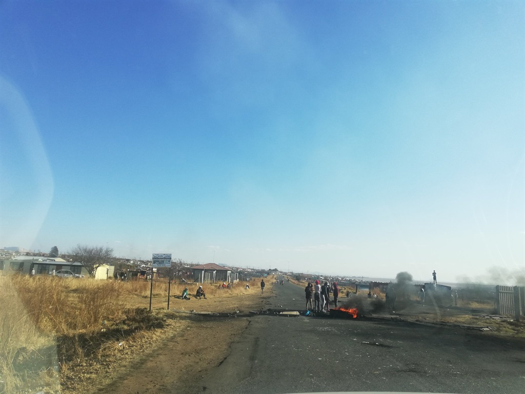 Roads barricaded with burning tyres in Harrismith, Free State.