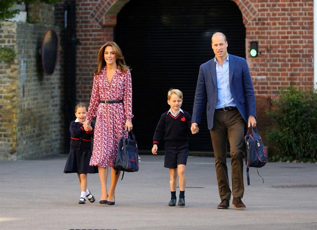 Prins William en Catherine saam met Charlotte en G