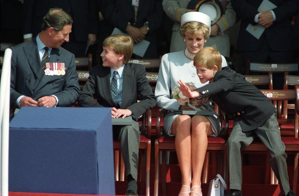 Charles, William, Diana en Harry tydens 'n openba