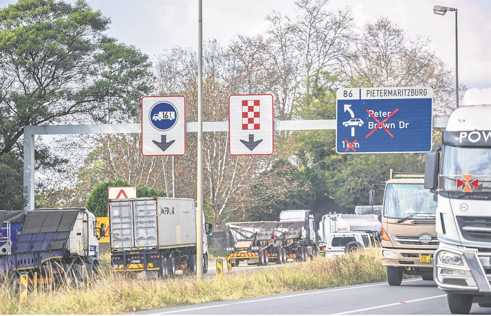 The roadworks on the N3 often bring trucks to a standstill.