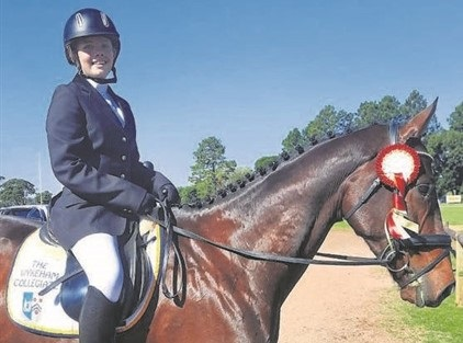 Charlize du Plessis will ride for South Africa at a equestrian triathlon.