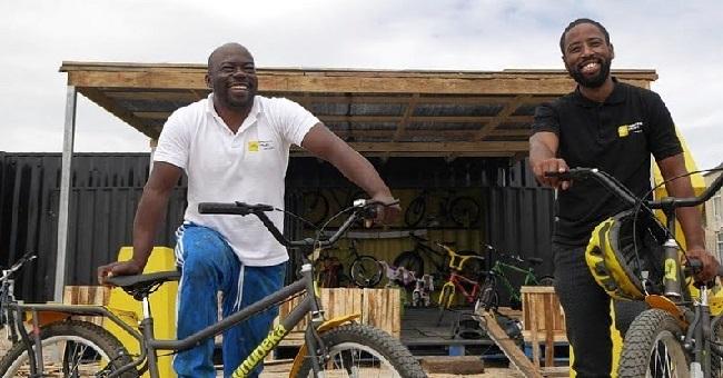 The Khaltsha Cycles crew, keep Khayelitsha's riders going (Photo: R24)