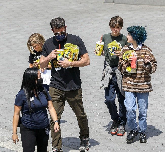 Ben Affleck was on dad (and stepdad) duty when he was recently seen at Universal Studios, California, with his son Samuel, daughter Seraphina, Jennifer's daughter Emme and a nanny. (PHOTO: Juliano/X17online.com / Magazine Features)