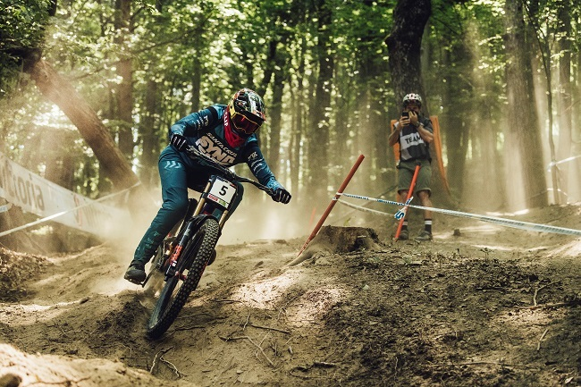 Greg Minnaar performs at UCI DH World Cup in Maribor, Slovenia (Photo: Red Bull Content Pool)