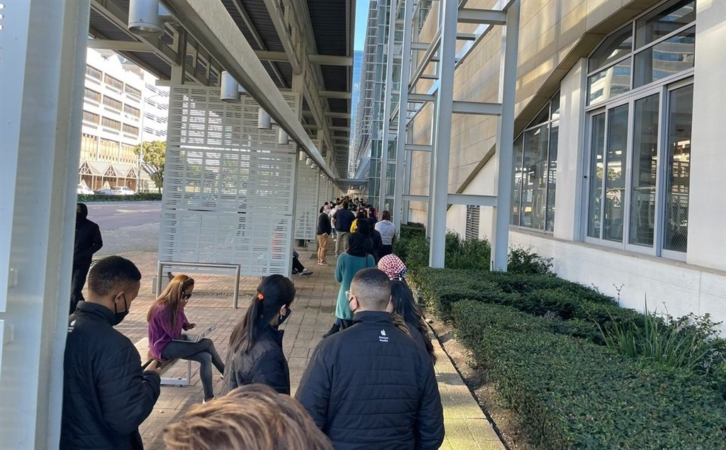 The queue outside the CTICC in Cape Town as vaccinations were opened for 18 years old and above. Photo: Marvin Charles