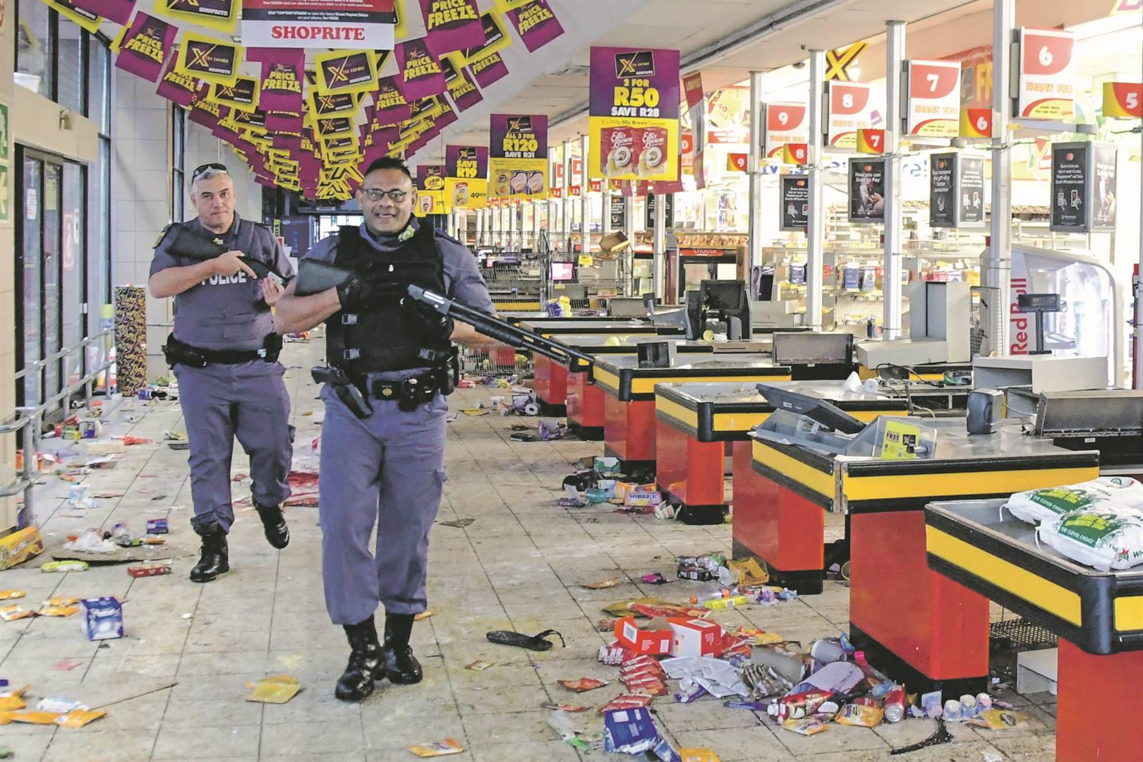 'n Winkel in Durban nadat dit geplunder is. Foto: GALLO