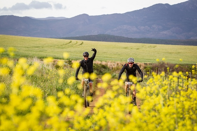 Lots of Canola and a big day out, in the Overberg. Is advendurance racing a new thing? (Photo: Nick Muzik)