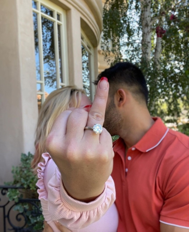 """The four-carat diamond ring is engraved inside the band with the word """"lioness"""" - Sam's nickname for Britney, according to ring maker Forever Diamonds NY. (PHOTO: Instagram / @samasghari)"""