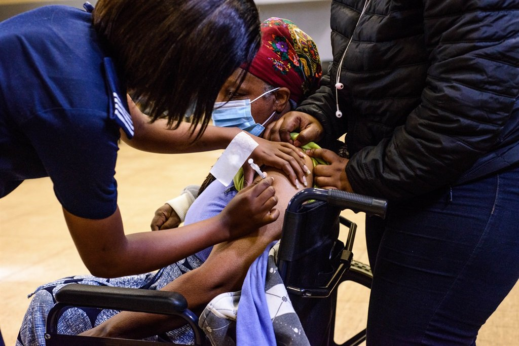 Residents in Paarl getting vaccinated at the Mbekweni Community Hall Vaccination Site earlier this year.  (Photo by Gallo Images/ER Lombard)