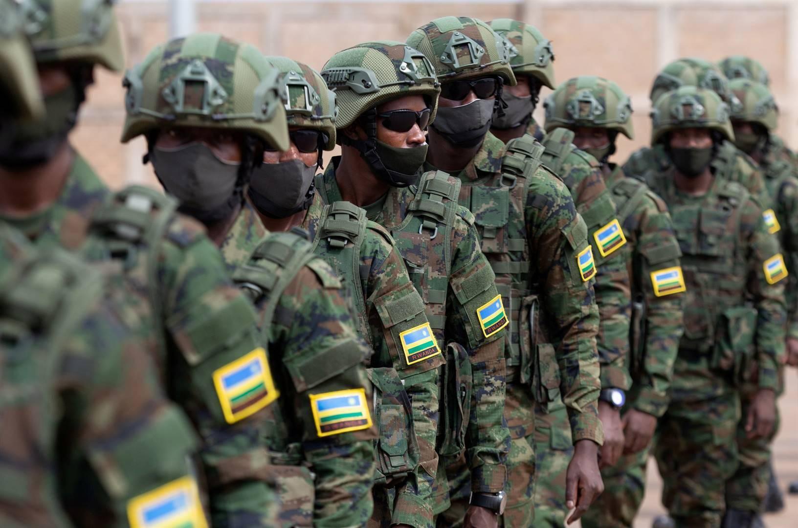 Rwandese soldate voordat hulle in Julie vanjaar na Mosambiek vertrek het.  Foto: Reuters