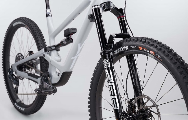 You might never have to touch a mountain bike suspension lever, ever again (Photo: YT)