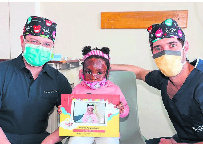 Dr Gert Steyn (left) and Dr Nathan Kaplan, specialists in plastic and reconstructive surgery, with Vuyo Phantsi (3) during Smile Week, which ran from 4 to 8 October at the Universitas Academic Hospital in Bloemfontein this year. Photo:Juan-Marie Steyn