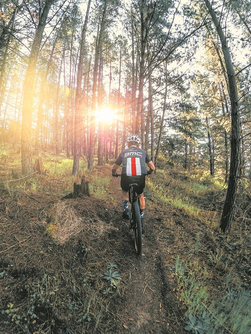 The Bottelary Hills Renosterveld Conservancy's extensive trail network now totals 120km of farm roads, jeep tracks and numerous single tracks. While never too technical, there are challenging climbs and a variety of distances on offer for riders of all fitness levels.Foto: