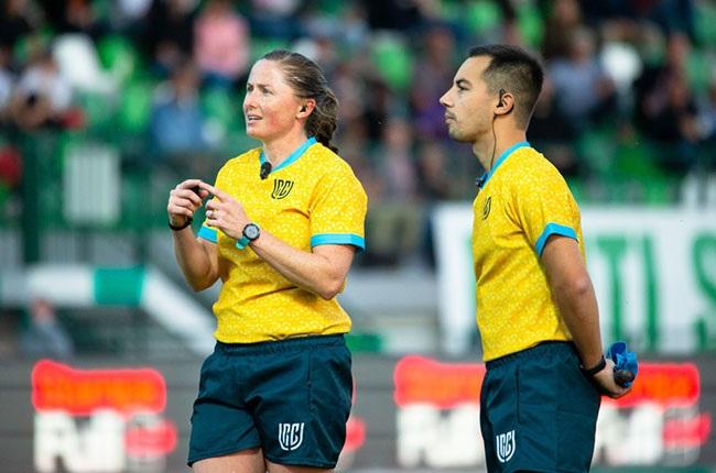 History-making SA ref Aimee Barrett-Theron likened to Nigel Owens | Sport