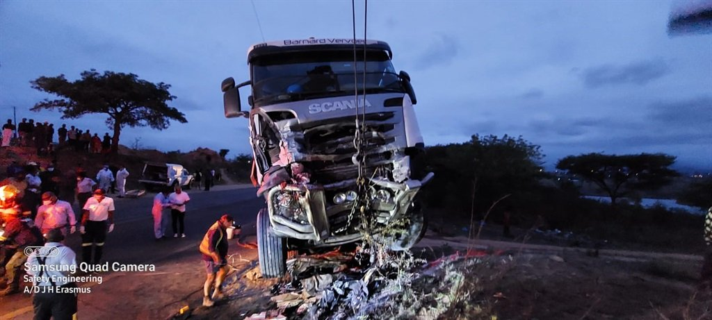 4 people killed in head-on collision with truck on R40 in Mpumalanga - News24