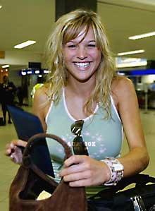 <b>Minki flashes a smile at the Cape Town International Airport. (Esa Alexander, Die Burger)</b>