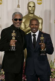 <b>Actor Morgan Freeman poses with the Oscar he won for best supporting actor and Jamie Foxx poses with the Oscar he won for best actor. (Laura Rauch, AP)</b>