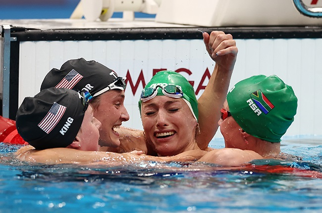 Tatjana Schoenmaker of Team South Africa is congratulated by Lilly King, Annie Lazor and Kaylene Corbett (Getty)