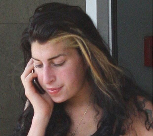8ed0590d3dbb A bare-faced Amy Winehouse at the airport in Belgrade, Serbia after one of