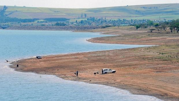 Fishermen have to drive or walk 200?m from the original water level to cast their lines. The water level at Albert Falls Dam has dropped to 44,51%.