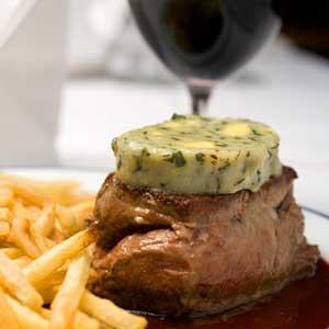 Fillet steak with chips and red wine