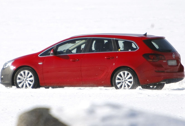 spied: 2012 opel astra estate | wheels24