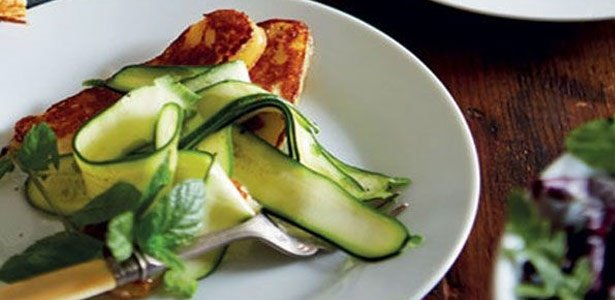 recipe, cheese, halloumi, courgettes, salad, summe