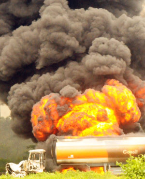 Residents of a Nigerian state have raced to scoop fuel from damaged oil tankers, a week after more than 100 people in the area were burnt to death while doing the same thing. (AFP)