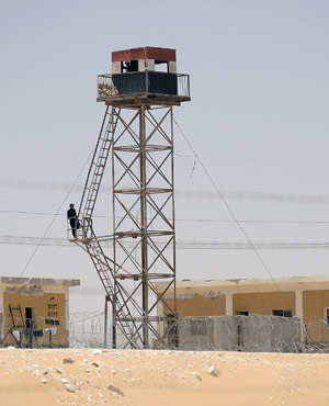 An Egyptian soldier keeps guard at a watch tower on the Egyptian side of the border with Israel in the Sinai. (David Buimovitch, AFP)