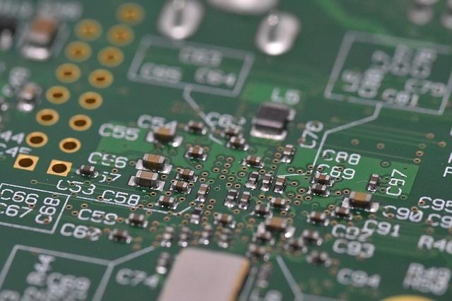 Qualcomm is die vierde grootste vervaardiger van rekenaarskyfies, ná Samsung, Intel en Taiwan Semiconductor.
