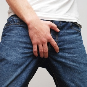 itching a symptom of pubic lice