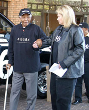 Zelda la Grange and Nelson Mandela (Photo24)