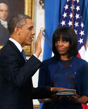 US President Barack Obama takes the oath. (Larry Downing, AP)